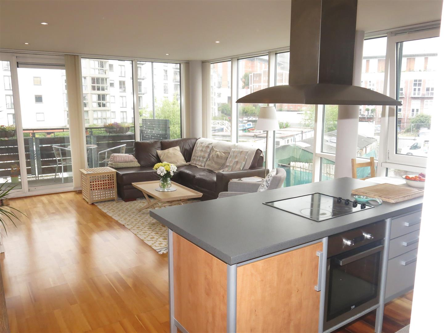 2 Bedrooms Apartment Flat for sale in 3 Canal Square, Birmingham